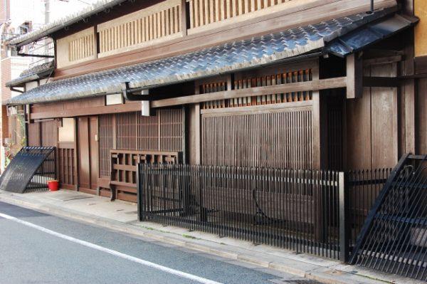 大阪の店舗型クレジットカード現金化業者の現状